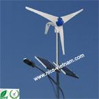 Trụ đèn năng lượng mặt trời và  gió